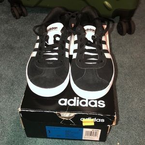 Kids black adidas VL Court 2.0 K size 1